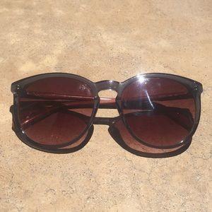 MOVING SALE! EUC Longchamp sunglasses